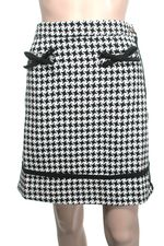 Knitted dove houndstooth skirt